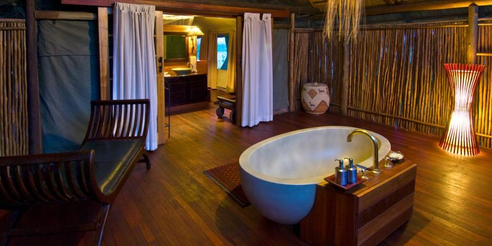 Luxury bathroom at Selinda safari camp