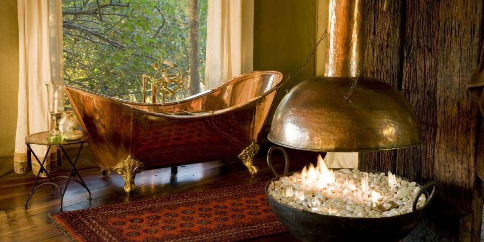 Luxury copper bath tub at Zarafa safari camp