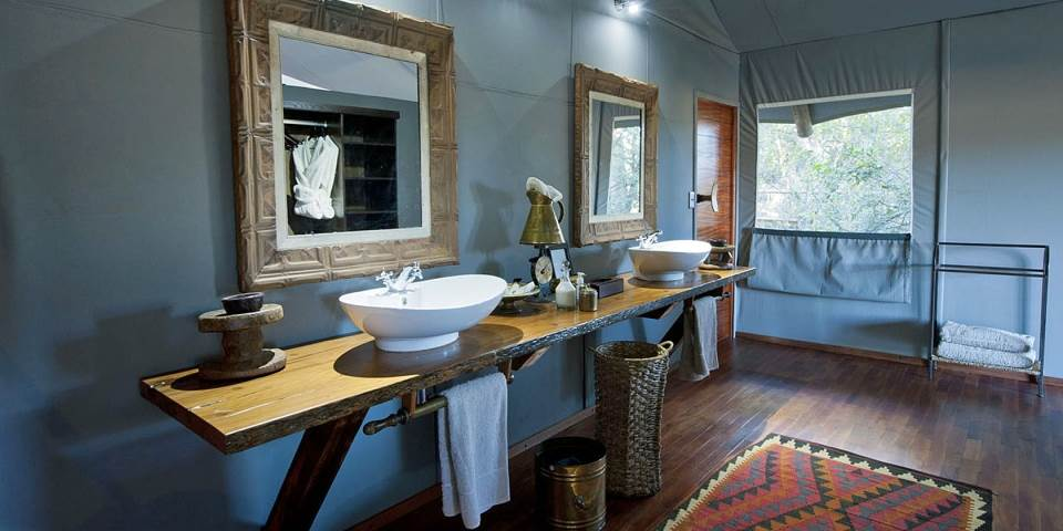 bathroom at Chitabe Lediba safari camp Botswana