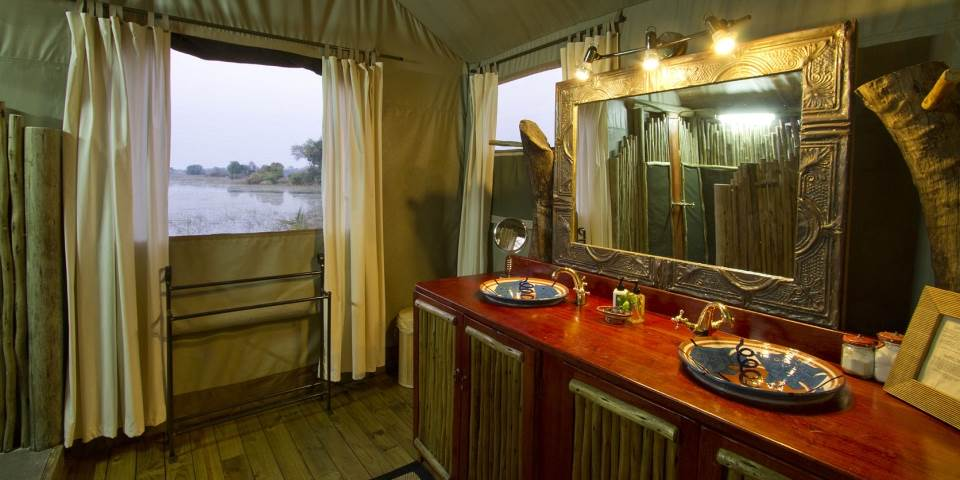 Luxury bathroom at Jacana safari camp