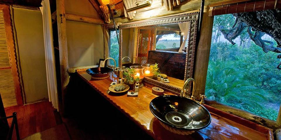 Luxury bathroom interior at Kwetsani safari camp